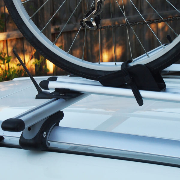 Bicycle carrier with tyre retaining straps