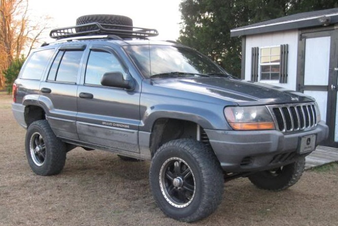 Small Heavy Duty Roof Cage on a Jeep Grand Cherokee